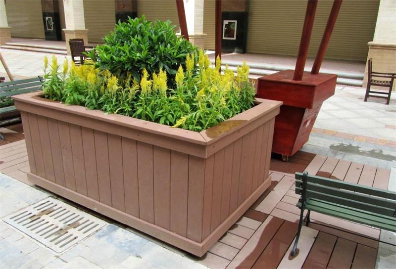 Chậu gỗ rất thích hợp để trồng các loại cây xanh ngoài trời