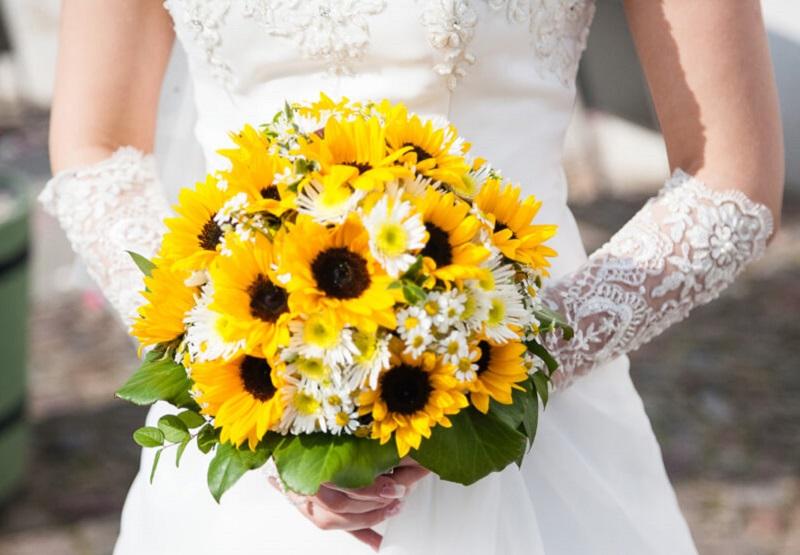 Giá bán hoa cầm tay cô dâu đa dạng phụ thuộc vào mỗi kiểu dáng khác nhau
