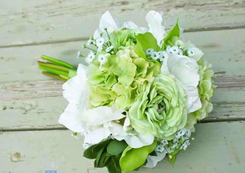 Hoa cẩm tú cầu tượng trưng cho tình yêu trọn vẹn và hạnh phúc