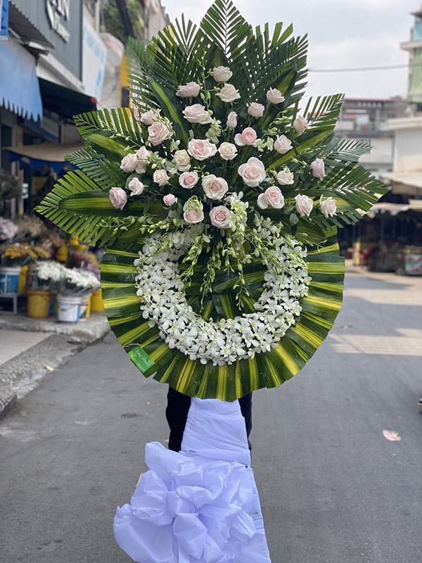 Hoa hồng cũng được sử dụng làm hoa chia buồn
