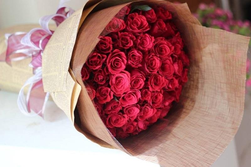 Hoa hồng đỏ là biểu tượng của tình yêu ngọt ngào, cháy bỏng và đắm say