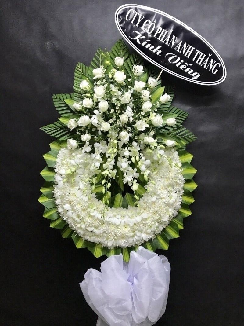 Hoa màu trắng thể hiện sự tiếc thương vô hạn với người ra đi khi còn trẻ