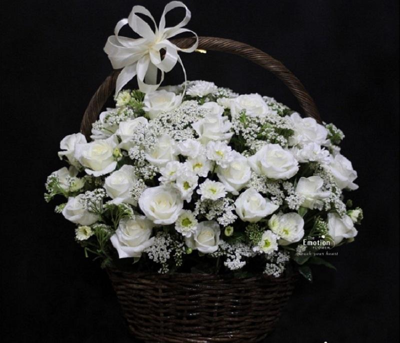 Lẵng hoa đám ma được dùng khi viếng tại nơi tổ chức lễ tang