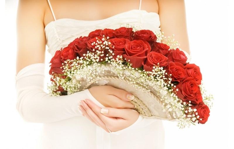 Mẫu hoa cưới dáng quạt toát lên sự sang trọng và quý phái