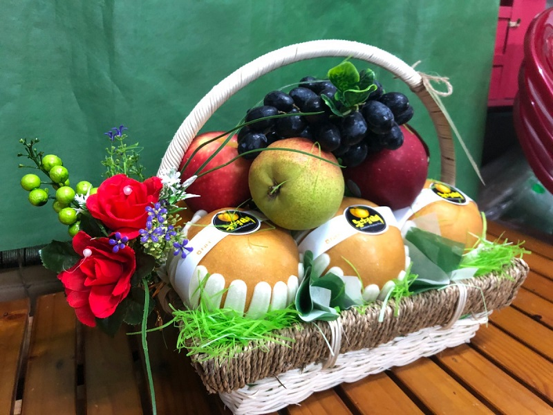 Quà tặng sinh nhật cũng có thể lựa chọn giỏ trái cây