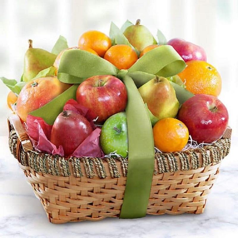 Giỏ trái cây đám giỗ có kết cấu đẹp mắt, trang trí màu sắc hấp dẫn