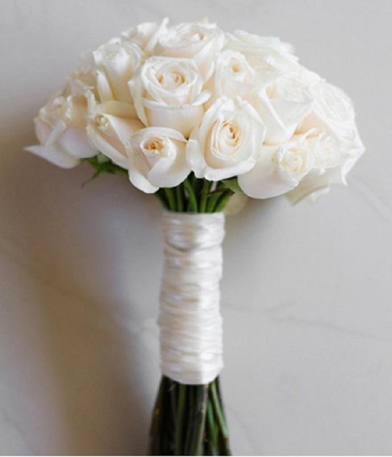 Hoa hồng màu trắng tượng trưng cho tình yêu bất diệt, sự vĩnh cửu