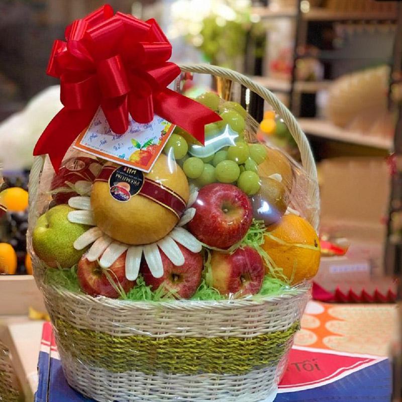 Mẫu giỏ trái cây sang trọng, tinh tế nên mua làm quà sinh nhật